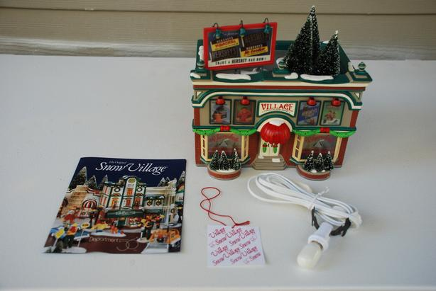 CHRISTMAS - Depart 56 - Snow Villages - Hersey's Chocolate Shop (band new)