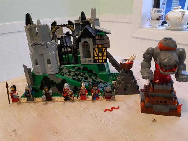 Lego Castle Brick And Minifigures Lot Victoria City Victoria
