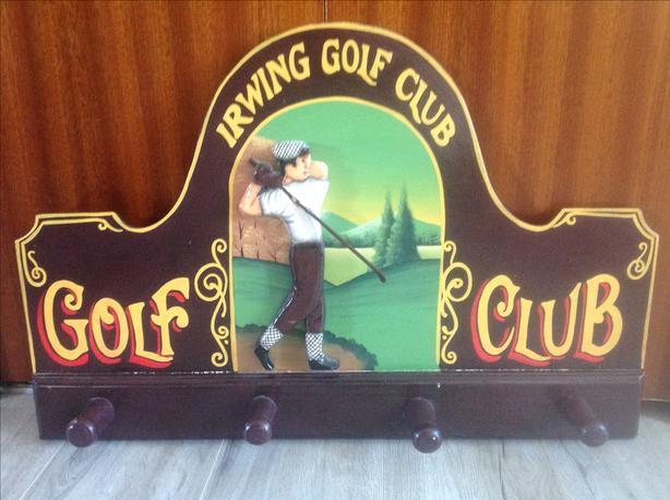 Vintage-look golf sign