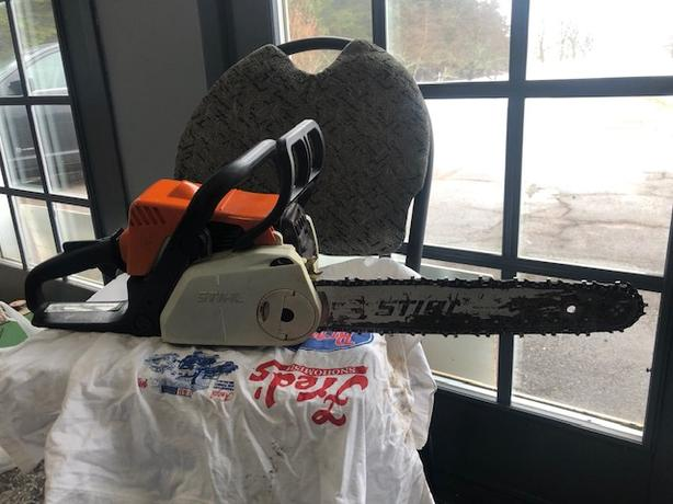 STIHL 180c CHAINSAW WITH THE ERGOSTART SYSTEM, CASE
