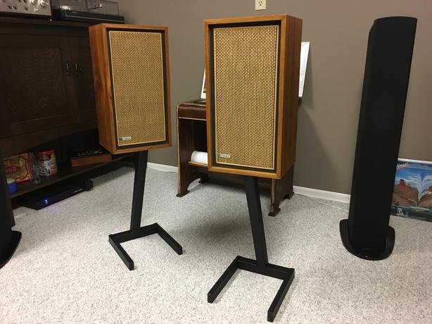 Electro-Voice E-V SEVEN A speakers with stands