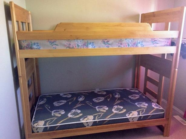SOLID WOOD BUNK BED SINGLE OVER SINGLE
