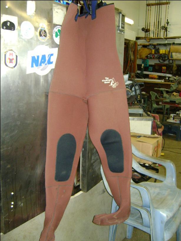 Fitzwright size large neoprene waders.