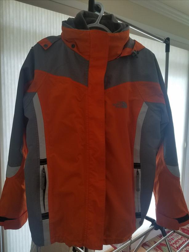 ceb0f46fd0 Ladies North Face jacket Outside Victoria