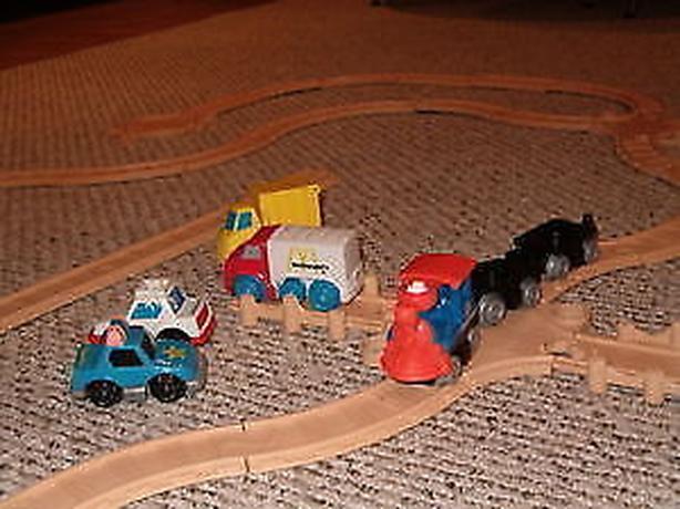 fisher price train railway set car set