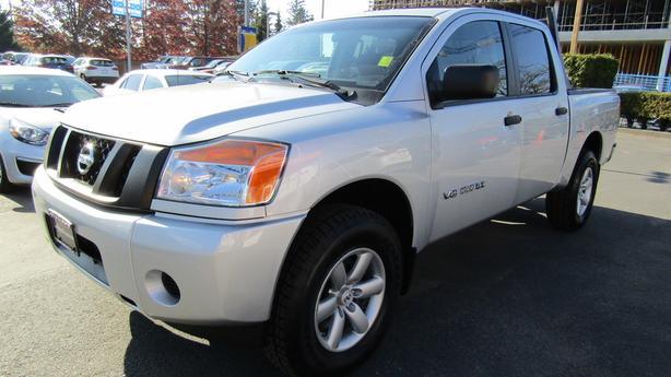2014 Nissan TITAN 4X4  *** New tires/brakes - Financing Available