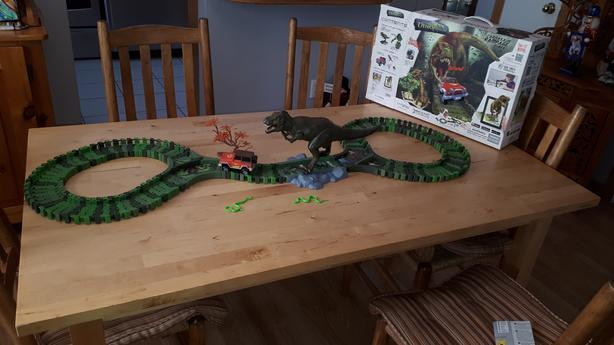 Computer Dinosaur game with track