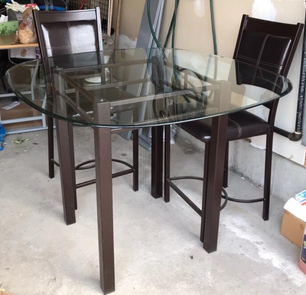Dinning table looking for a new home