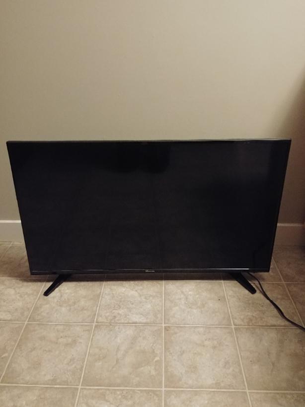 "40"" flatscreen Hisense TV"