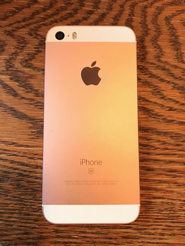 ROSE GOLD iPhone SE 64gb w headphones, case IN BOX UNLOCKED - MINT condition