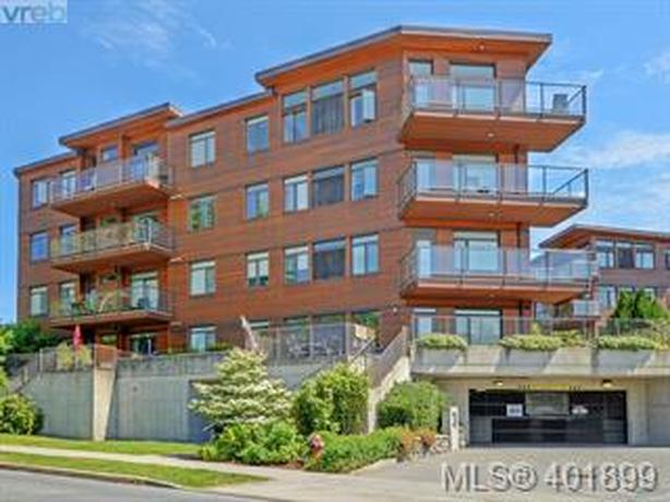 Condo for Sale in Saanich East
