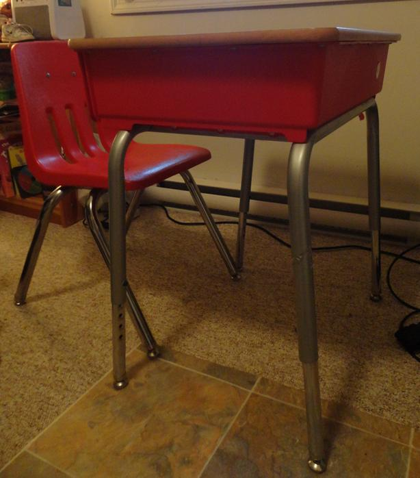 Childrens Desk, Perfect for elementary student! Red
