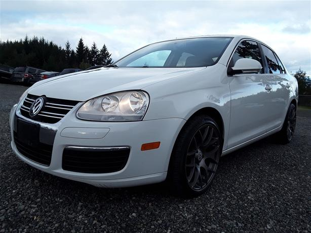 2009 VW Jetta TDI clean loaded unit selling online and on site Saturday!