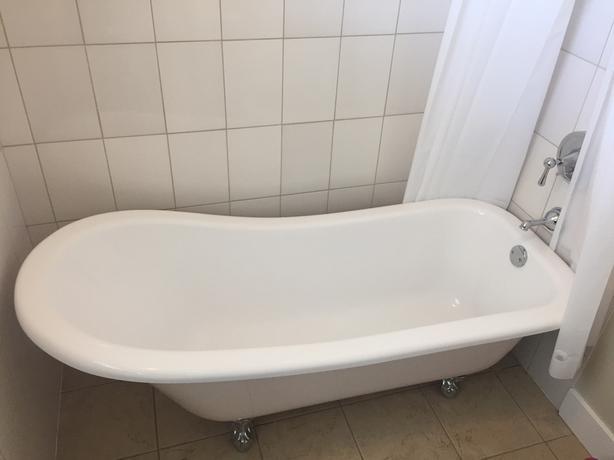 clawfoot bathtub central nanaimo, nanaimo