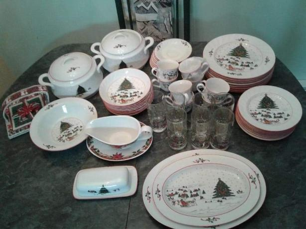 58 piece Christmas dishes