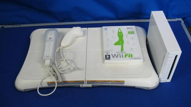 NINTENDO Wii CONSOLE +Wii Fit BOARD BUNDLE******
