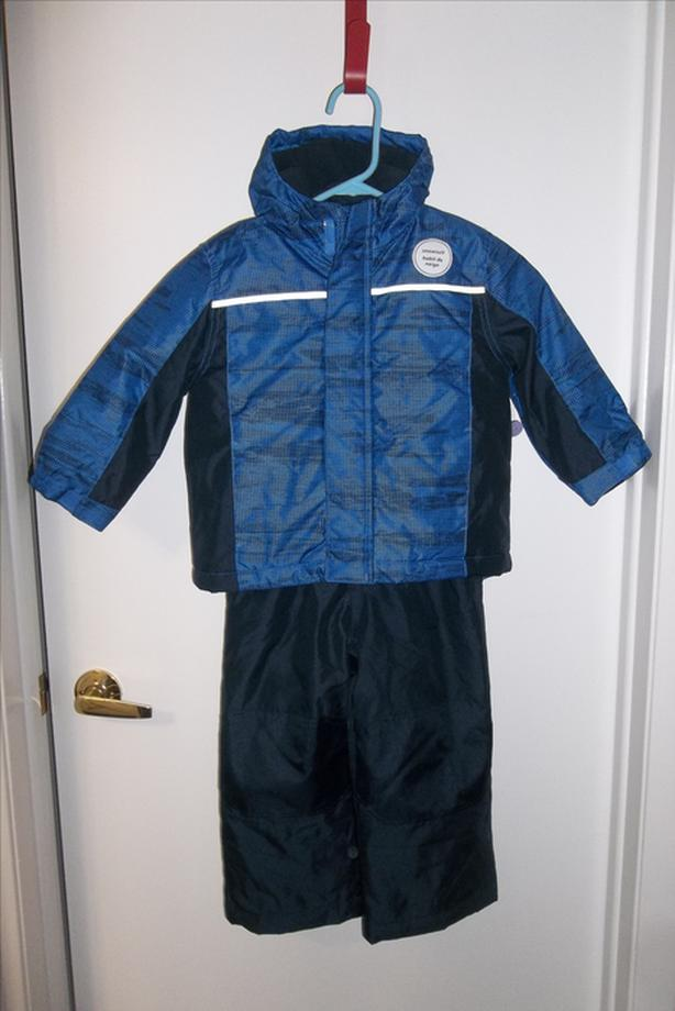 Brand new 2 pieces snowsuit for boy size 3t