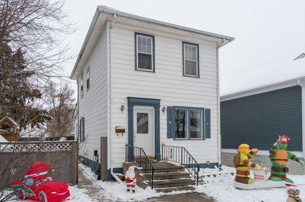 Beautifully Updated Two-Storey Home in West Transcona - Jennifer Queen