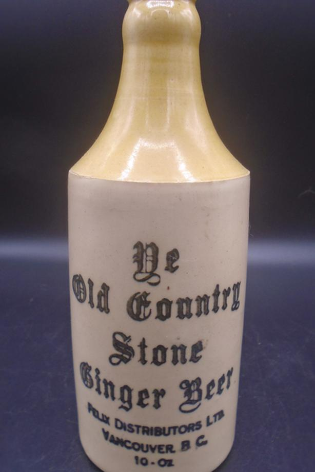 ANTIQUE 1900's YE OLD COUNTRY STONE GINGER BEER (10 OZ.) BOTTLE