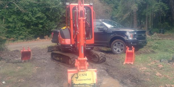 Mini Excavator and Hauling service. Christmas discounts!