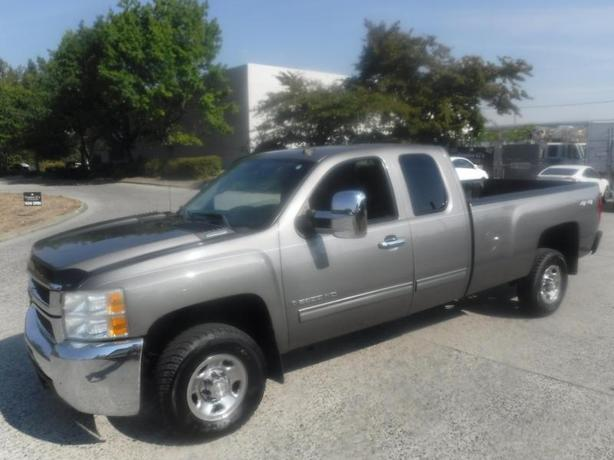 2009 Chevrolet Silverado 2500HD Work Truck Ext. Cab Long Box 4WD