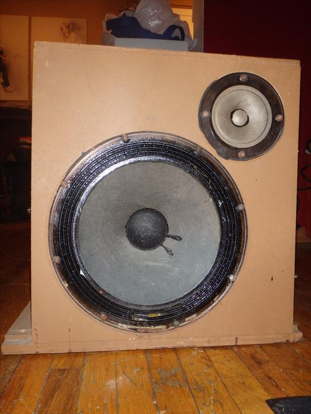 Maganavox Speakers and Speaker box