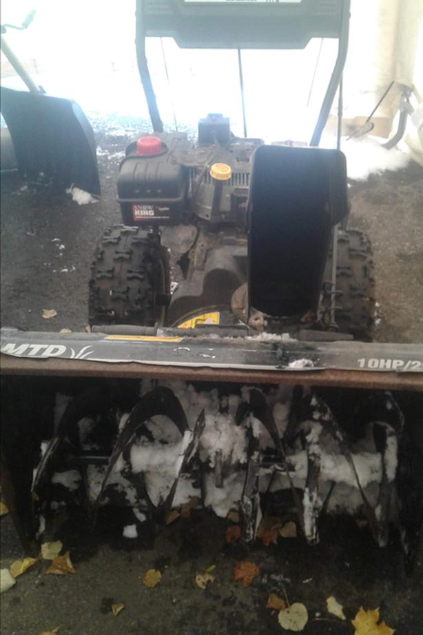 "electric start 10HP 29"" cut, has lights"