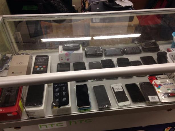 SAMSUNG,IPHONE,BLACKBERRY,LG UNLOCKED PHONES (1111 ELLICE AVE)