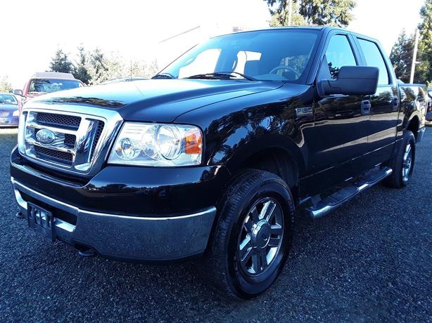 2007 Ford F150 5.4L V8 engine with box liner and tow package!
