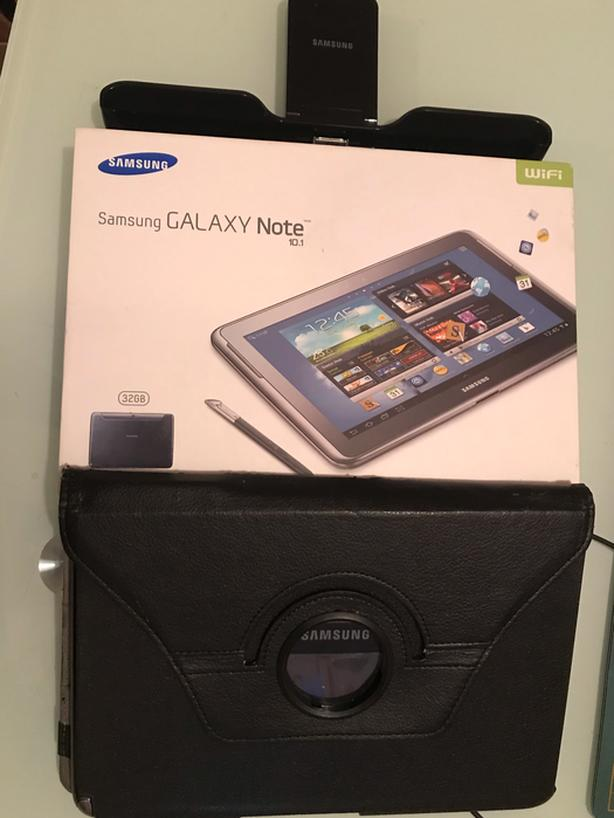 Samsung Galaxy Note 10.1 tablet, stylus, charge stand and case! IN BOX