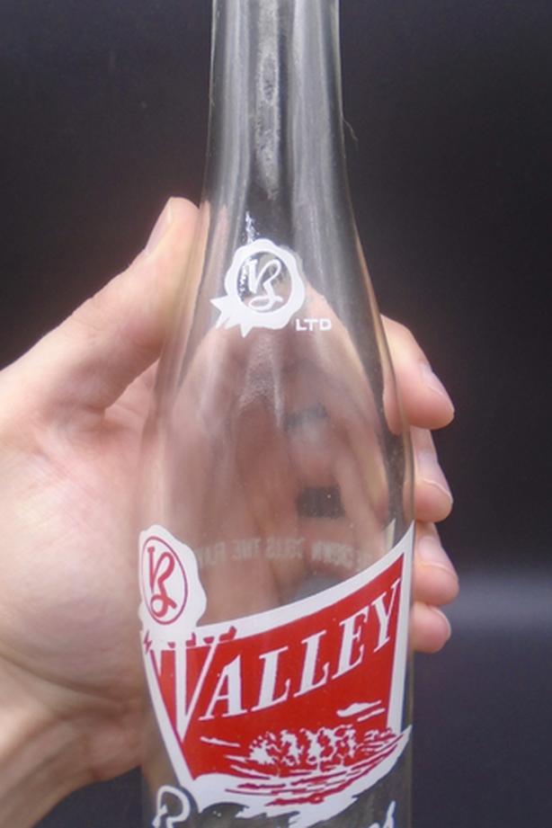 VINTAGE 1950's VALLEY BEVERAGES (8 OZ.) ACL SODA POP BOTTLE