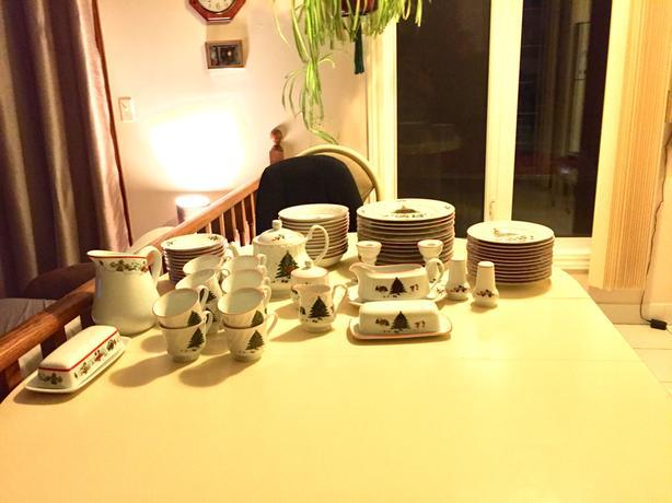 Kopin Christmas Pleasure dishware set