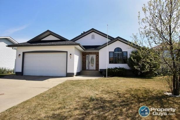 Well kept 1480sf, 3 bed/2.5 bath, open concept home