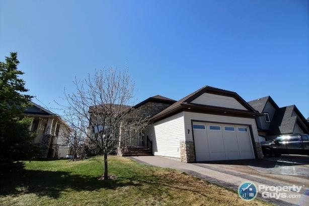 Carstairs: Gorgeous Family Bungalow with 3 bdrm/3 bath