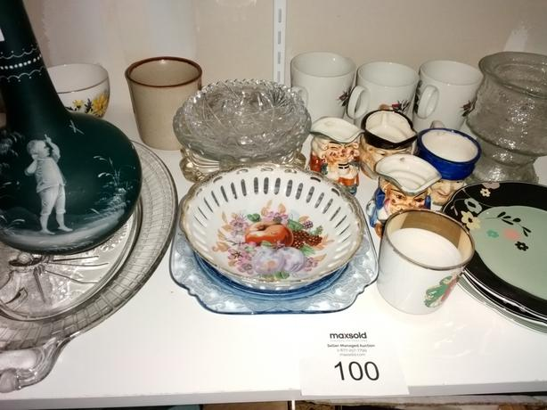 Auction for Decorative dishes and cups