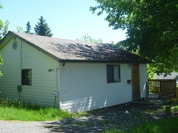 485 B JOHNS AVENUE: Updated 1 bedroom, 1 bathroom cottage.