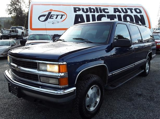 1998 Chevrolet Suburban K1500 5.7L V8 engine with tow package and more!