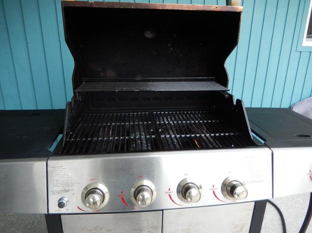 Uniflame natural gas barbecue