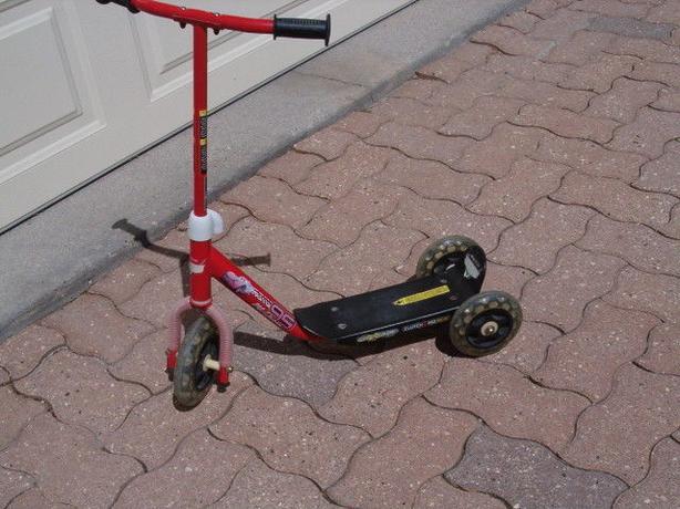 scooter Disney pixer 95 mc queen nitroade