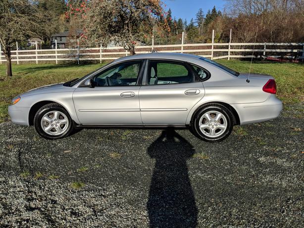 2003 Ford Taurus SE Sedan *Very Clean w/Only 64,000 KM*