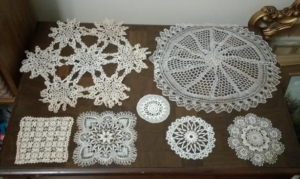 LOT OF ANTIQUE DOILIES (LOT 2)