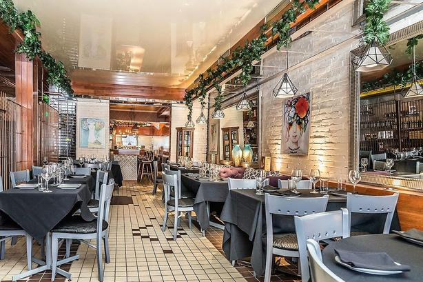 Superb turnkey restaurant on St-Denis Plateau Mont-Royal
