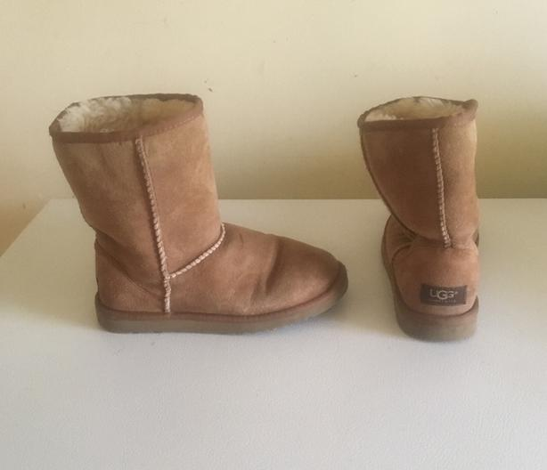 db012238501 UGG Ladies Boots Size 5 US - 2 For Sale Saanich, Victoria