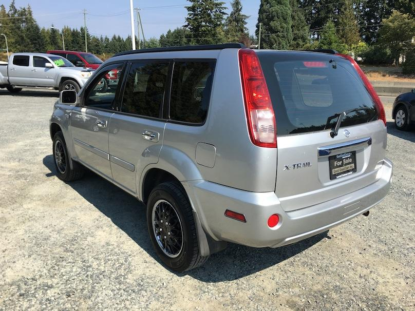 2006 Nissan X Trail Automatic With Only 185 000 Km Outside