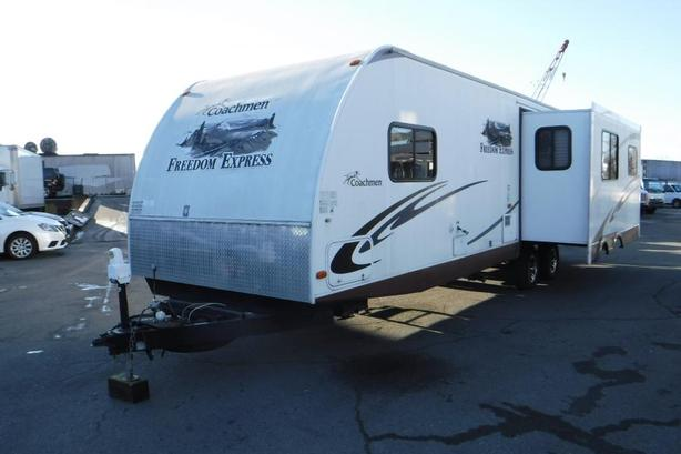 2011 Coachman Freedom Express 296R Travel Trailer 2 Slides