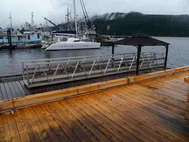 Cedar Timber Dock With Tie Up Rails For Sale Outside