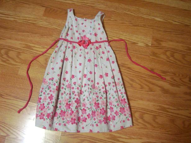 Like New White and Pink Dress Size 6 Child - $6