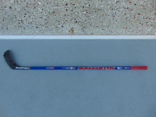 Hockey Stick Child Junior Easton Ballistick RIGHT Composite Blue Red Minor Wear