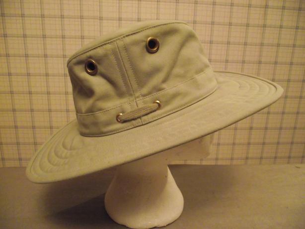 e36c0370a1ec9 Tilley Hat (x large ) Model T4 Wide Brim Saanich
