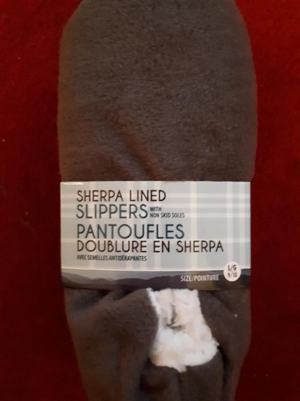 Size Large 9/10 Sherpa lined slippers